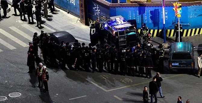 Çin'de bıçaklı grup dehşet saçtı