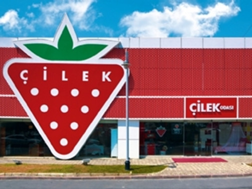 Çilek, Uşak'ta ilk mağazasını açtı