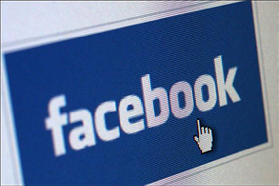 Facebook 'sosyalleştiriyor'