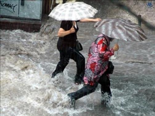 Çin'deki şiddetli yağışlar :2 ölü