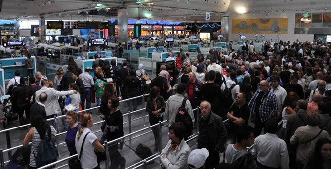 Uçak ve yolcu trafiğinde artış yaşandı