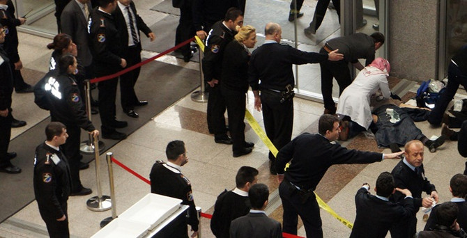 Adliye'de silahlı saldırı: 2 ölü