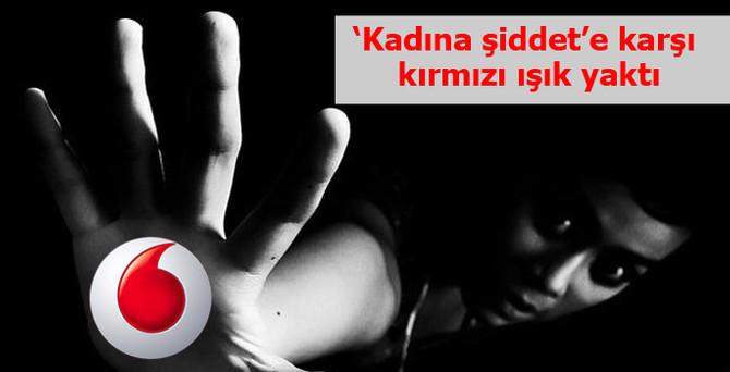 """Vodafone, kadına şiddete karşı """"Kırmızı Işık"""" yaktı"""