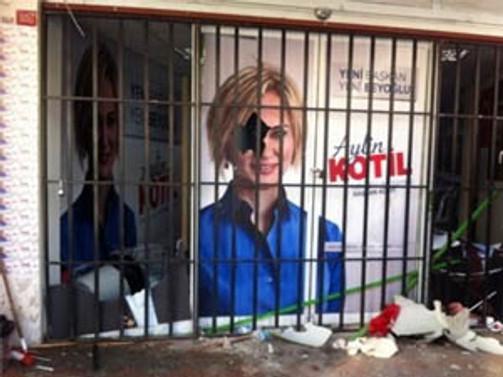 CHP seçim bürosuna saldırıldı