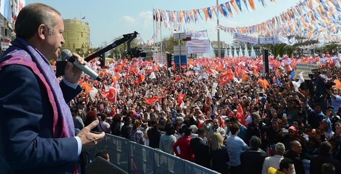 """""""Bana neden Atatürk'ün posterini sallıyorsun?"""""""