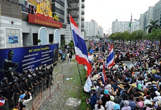 Tayland'da yönetim karşıtı gösteriler yeniden alevlendi