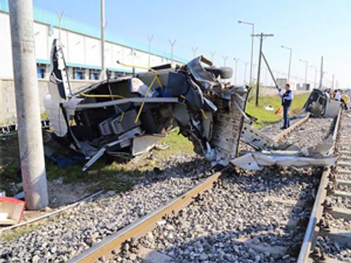 Mersin'de tren kazası:9 ölü
