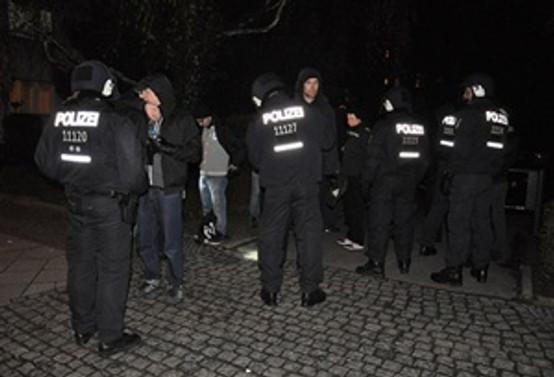 Almanya'da 'devlet baskısı' protesto edildi