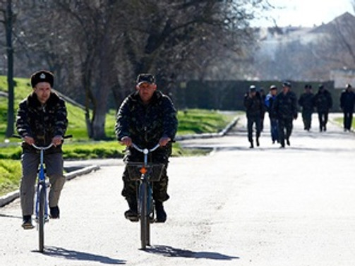 Kırım'daki hava üssü Rus askerlerinin kontrolünde