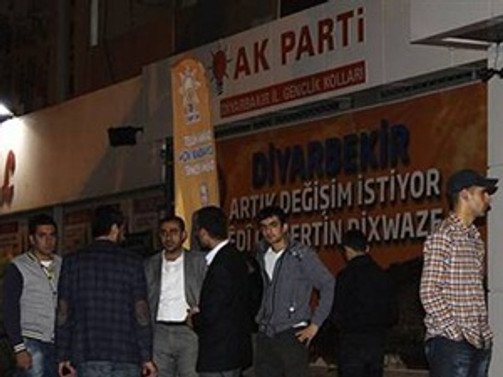 AK Parti binasına saldırı