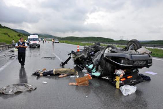 Düğün konvoyunda kaza:18 yaralı