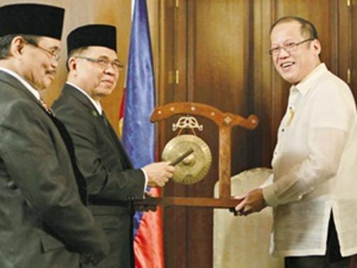 Filipinler'de tarihi anlaşma imzalandı