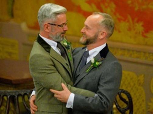İngiltere'de ilk eşcinsel evlilik töreni yapıldı