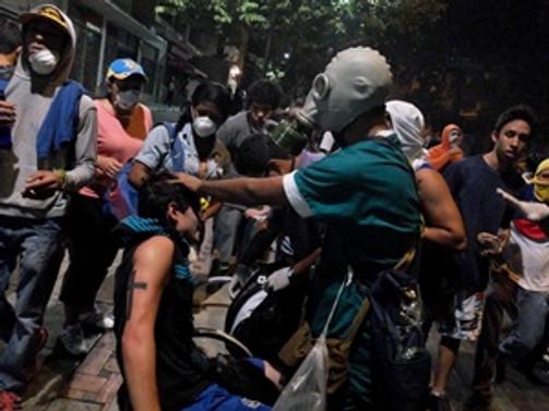 Venezuela sokakları durulmak bilmiyor