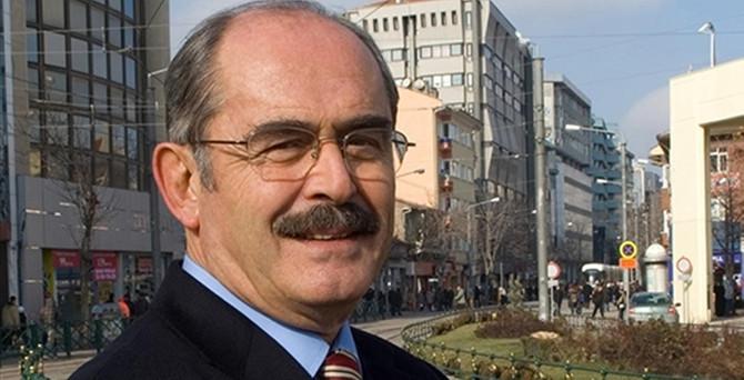 Eskişehir'de Büyükerşen yeniden başkan