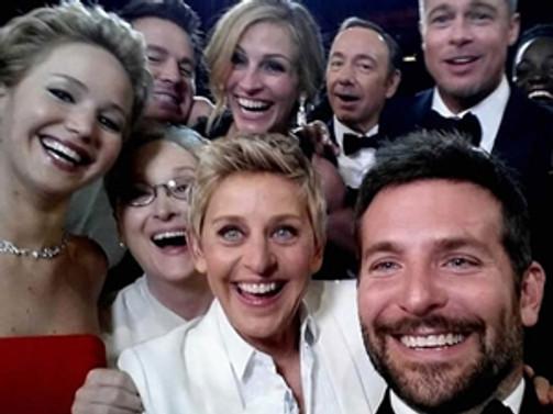 """""""Selfie"""" çılgınlığına narsistik yorumu"""