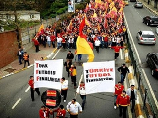 Galatasaraylılar TFF'ye yürüdü