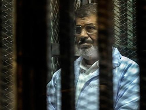 Mursi'ye '15 gün hapis cezası'
