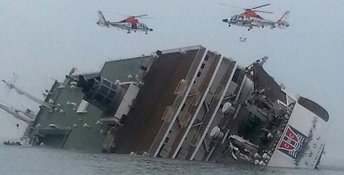 Güney Kore'de 476 kişi taşıyan gemi battı