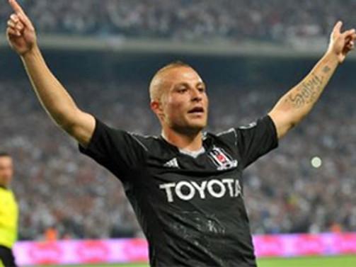 Beşiktaşlı Gökhan Töre silahla vuruldu