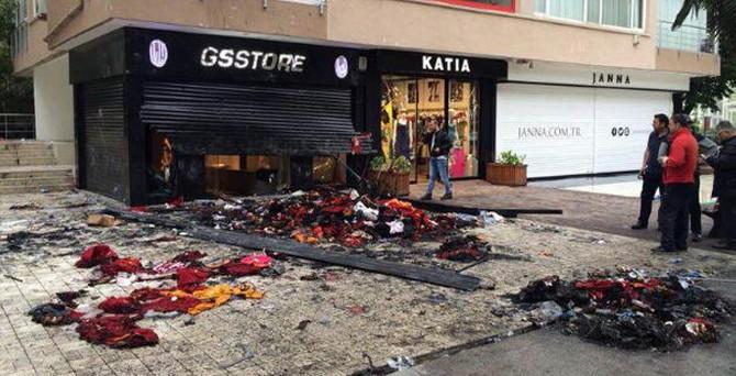 GS Store'u ateşe verdiler: 15 kişi gözaltında