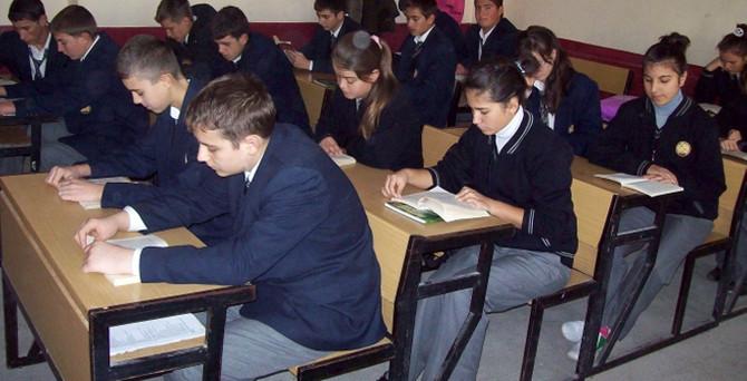 Yunan öğrenci yılda bin 65, Türk öğrenci 720 saat ders alıyor