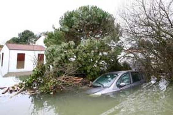 Avrupa'daki fırtınada 60 kişi öldü