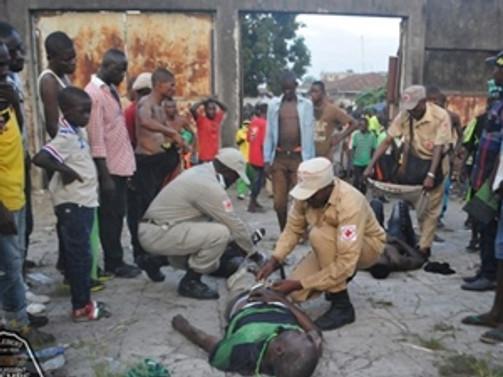 Tribündeki izdihamda 15 kişi öldü