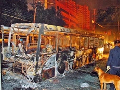 Çin'de otobüs kundaklandı: 1 ölü, 77 yaralı