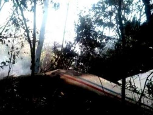 Laos'ta 20 kişi taşıyan askeri uçak düştü