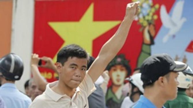 Çin, Vietnam'daki vatandaşlarını tahliye ediyor