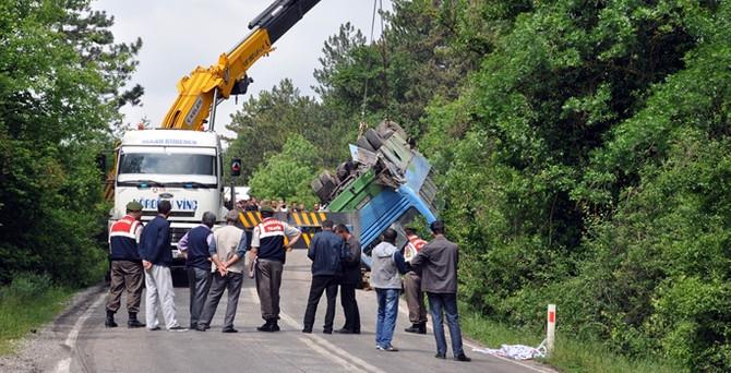 Madencileri taşıyan servis TIR'la çarpıştı