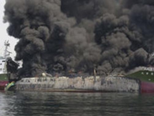 Japonya'da petrol tankeri patladı