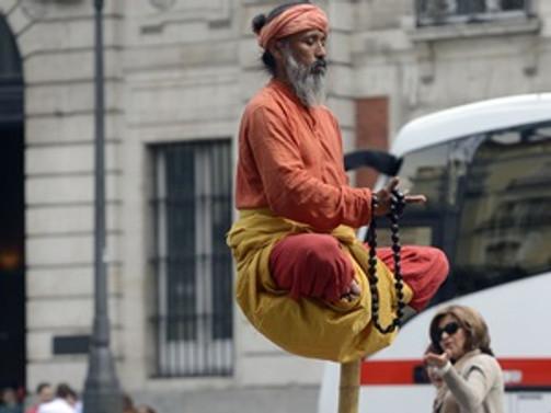 Ekonomik kriz sokak sanatçılarının sayısını artırdı