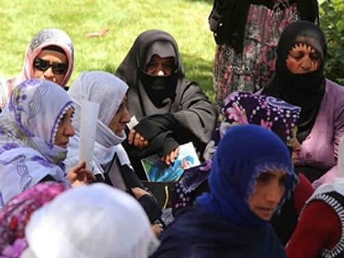 Çocukları kaçırılan annelerin eylemine zabıta engeli