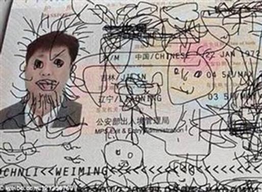 Dört yaşındaki oğlu pasaportunu bu hale getirdi
