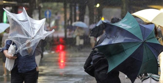 İstanbul'da sağanak yağış başladı, İDO seferleri iptal!