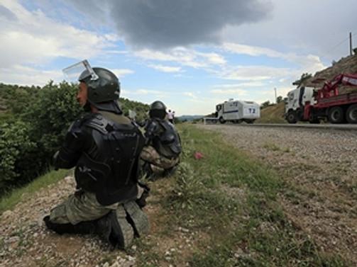 Yol kapatan terör örgütü yandaşlarına müdahale
