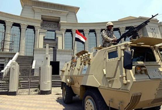 Mısır'da 'silahların gölgesinde' yemin töreni