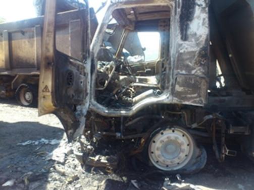 Bingöl'de teröristler 10 araç yaktı