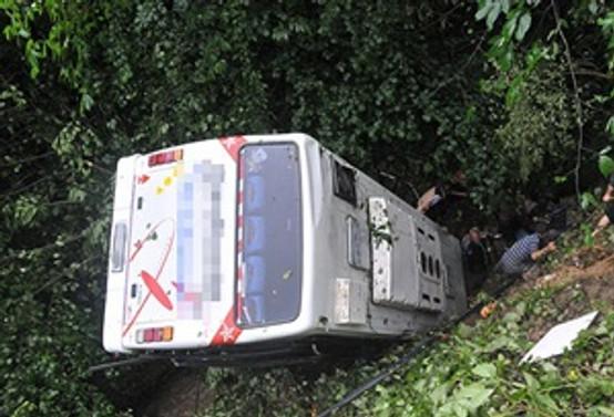 Uludere'de askeri araç devrildi: 13 yaralı