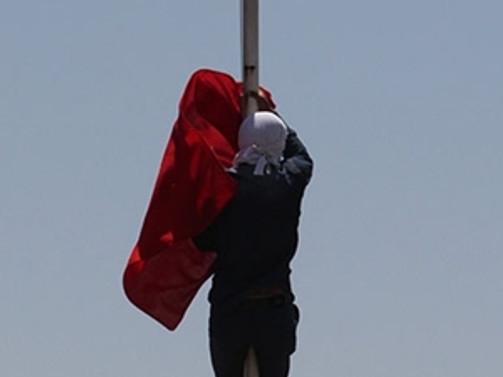 Bir 'bayrak indirme' girişimi daha