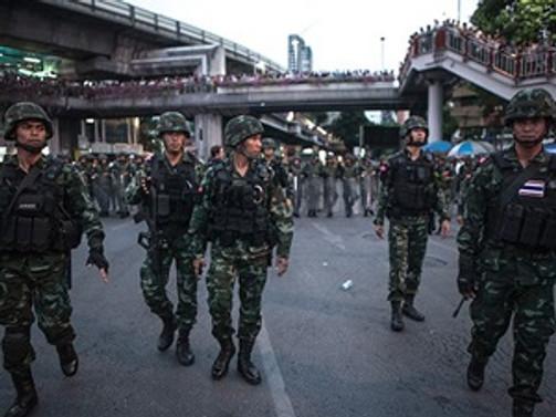 Tayland'daki cunta yönetimi karşıtları örgütleniyor