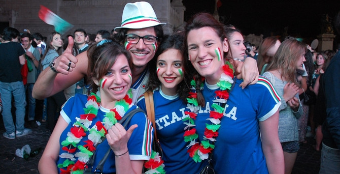İtalya, İngiltere'yi 2-1 yendi