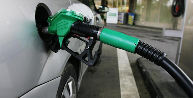 Benzin 2,5 yıl öncesine döndü