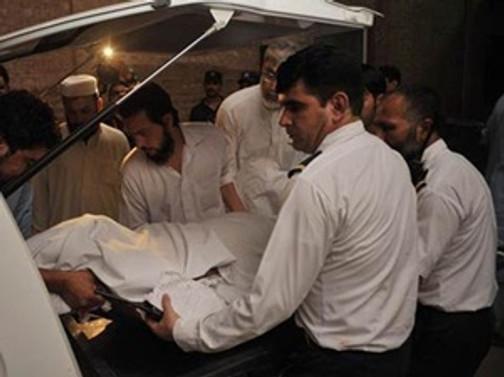 Pakistan'da iniş yapan uçağa silahlı saldırı