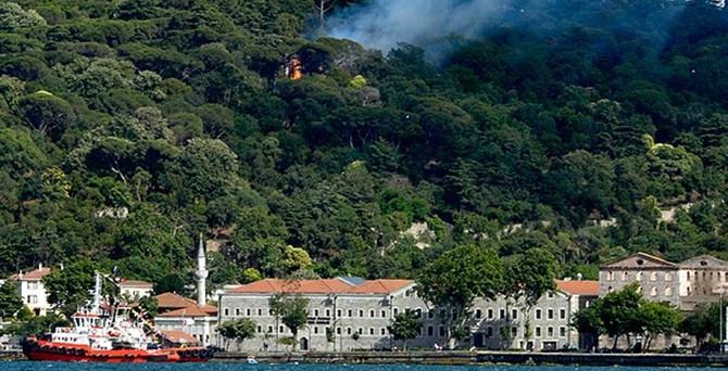 İstanbul'da bir tarih daha yanıyor