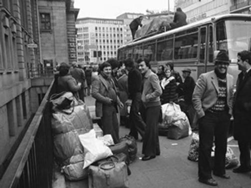 Avustralya'ya göçün 45 yılı kitap oldu