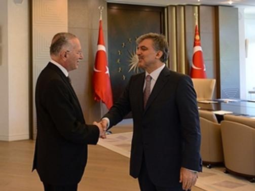 Gül cumhurbaşkanı adayı İhsanoğlu'nu kabul etti