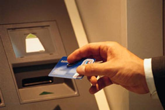 Bankadan 11 bin euro çaldılar
